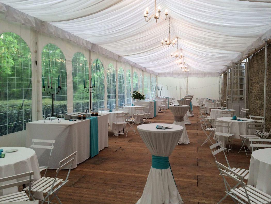 possibilité d'installation d'une tente attenante à la salle pour les mariages de +240 personnes assises.