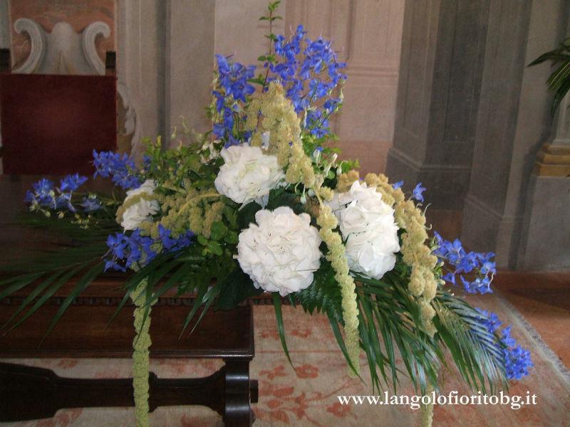 L'angolo fiorito - Allestimento cerimonia civile in bianco e blù #Fiorista #matrimonio #Bergamo