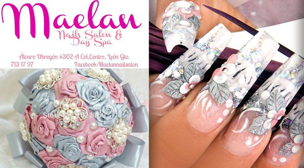 Uñas con diseño exclusivo para novia combinadas con ramo, tonos rosa, azul y plata