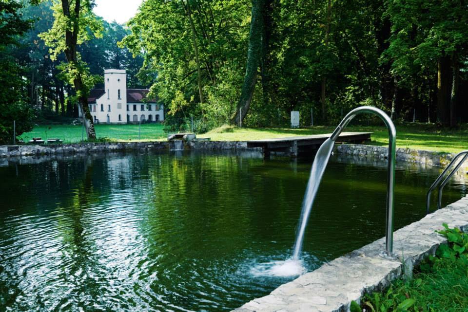 Beispiel: Schwimmteich, Foto: Schloss Burgellern.