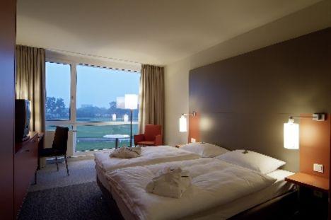 Beispiel: Zimmer mit Blick auf Rennbahn Foto: Atlantic Hotel Galopprennbahn.