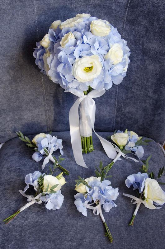 Błękitny ślub - dekoracja florystyczna kwiaty, zdjęcie: minwedding