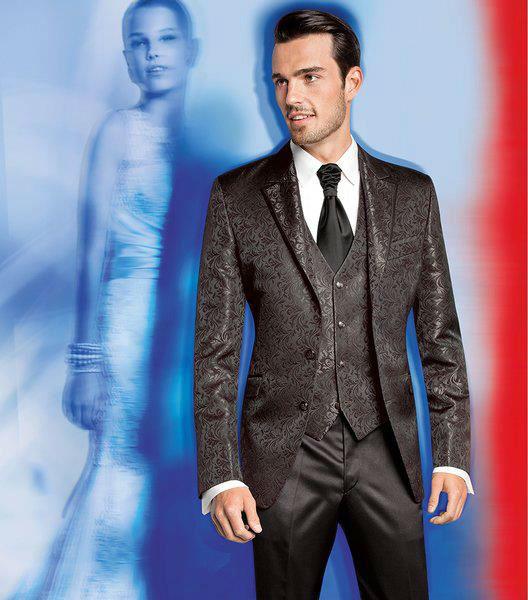 Beispiel: Markenkleidung zur Hochzeit, Foto: Stöcker.