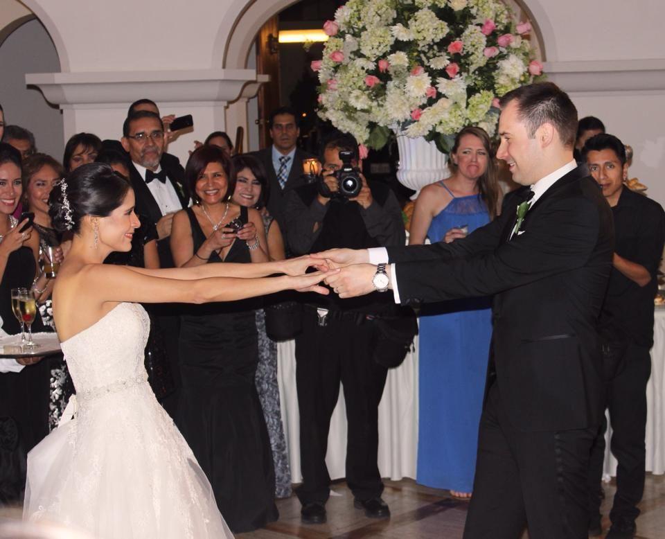Es el gran día para Fiorella & Antonio su baile Principal : El Vals