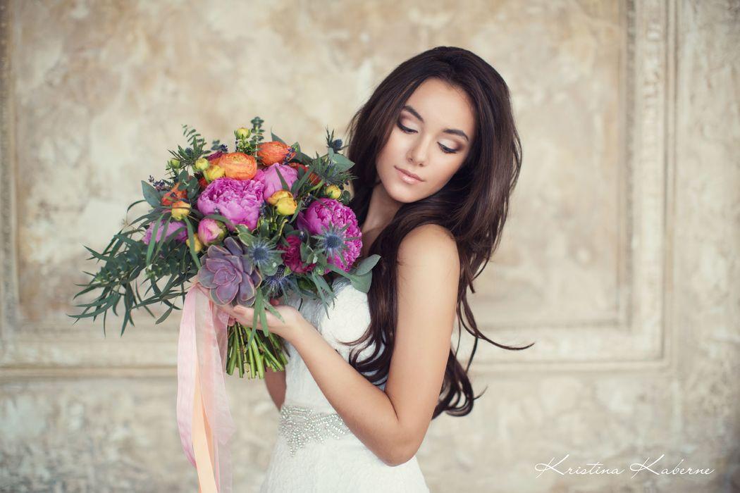Флорист Кристина Каберне Яркий букет невесты.  Фото Лена Кожина