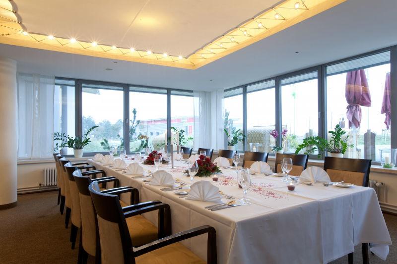 Beispiel: Hochzeitstafel, Foto: Hotel Ambassador.