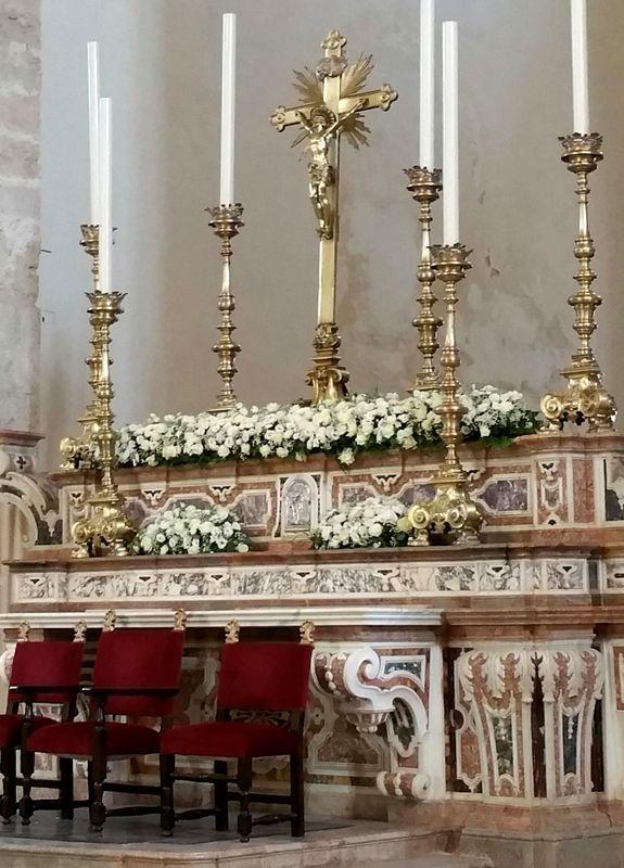 rossevents - Gerace - cattedrale medioevale - matrimonio white & black a pois - dettaglio floreale . AGOSTO 2016