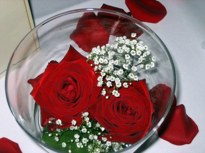 Beispiel: Blumenarrangement für die Hochzeitstafel, Foto: Blumen Eppinger.