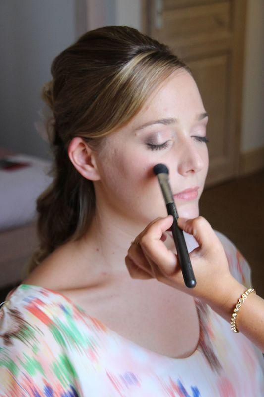 Agata Prywer : Coiffure et maquillage
