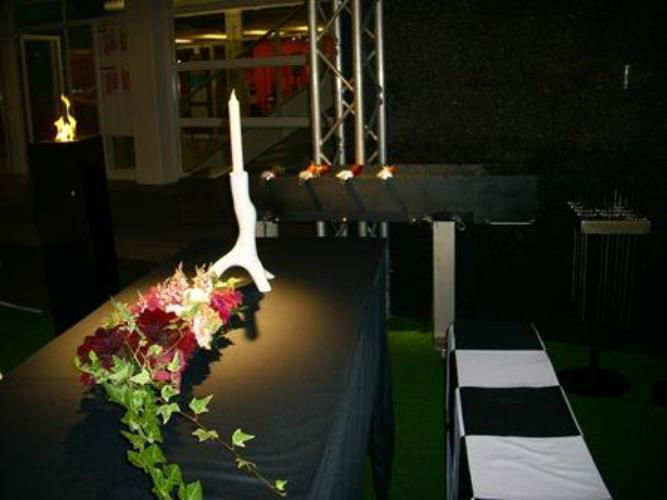 Beispiel: Hussen und Tische, Foto: Mietidee.
