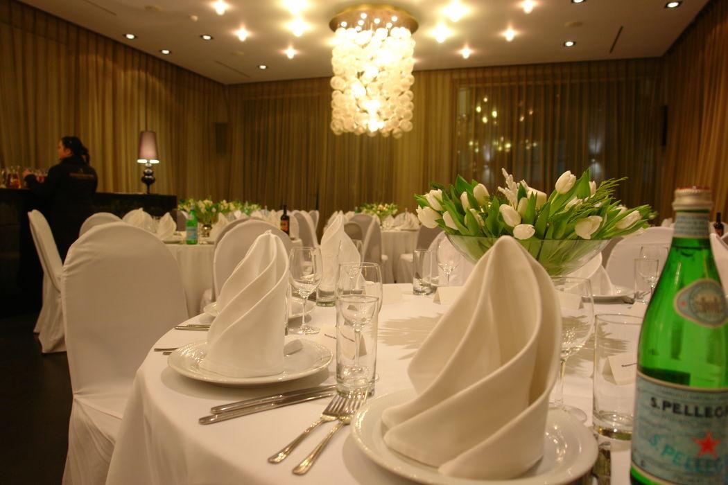 Свадебное торжество в банкетном зале