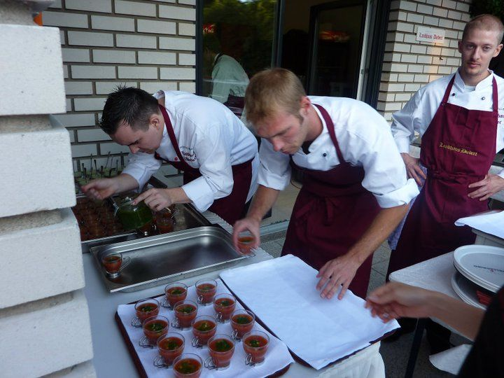 Beispiel: Das Serviceteam vorort, Foto: Landhaus Diedert Catering.