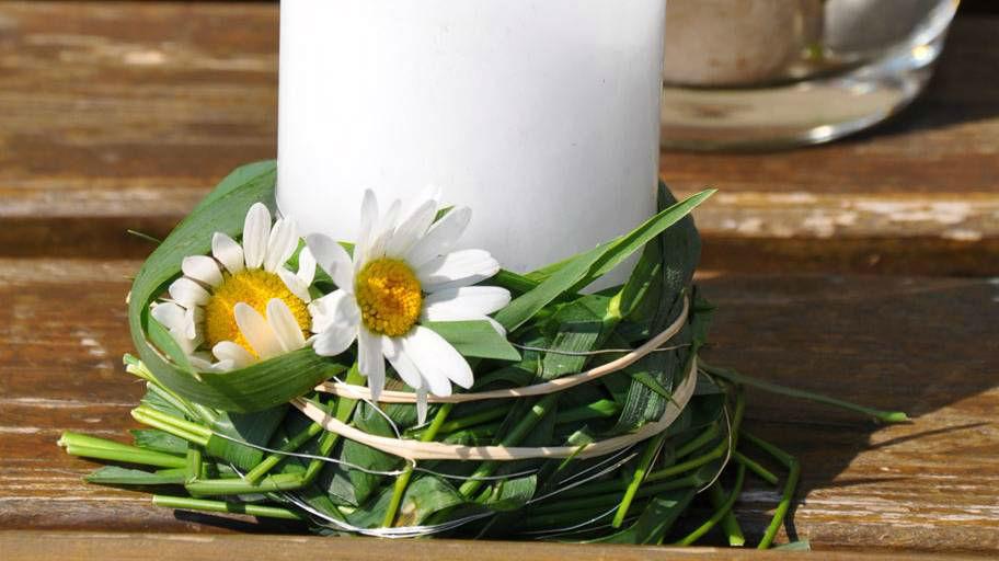 Beispiel: Kerzenkranz aus Margeriten, Foto: Blumen Isabella.