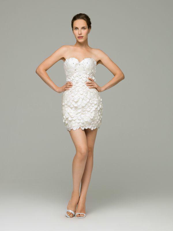 Короткое, стильное свадебное платье от Helen Miller