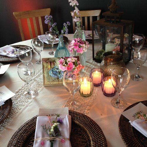 Porta-retrato de flores, cores e velas