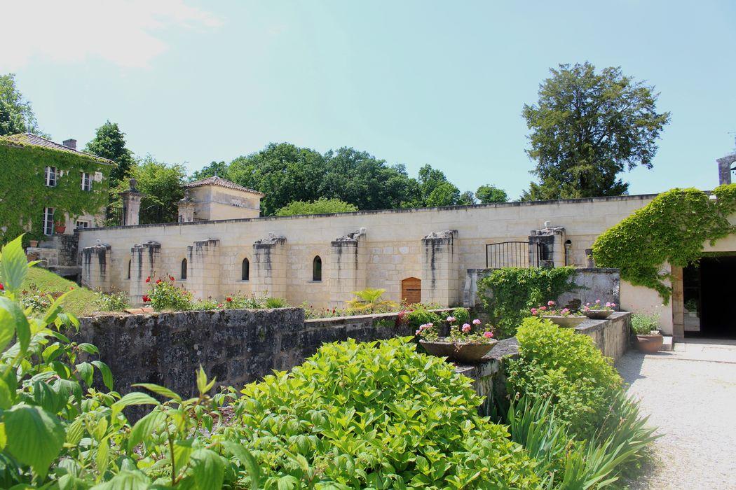vue depuis les jardins à la française