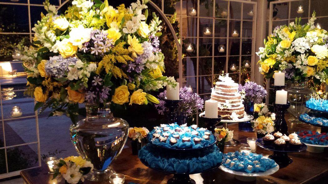 Aniversario de 80 ano, um luxo de mesa de doces!!