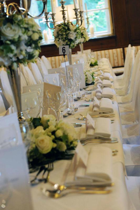 Beispiel: Hochzeitsbankett, Foto: Gasthof Hinterbrühl.