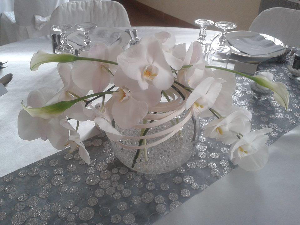 Centre de table orchidées et callas/Estelle Leclerc