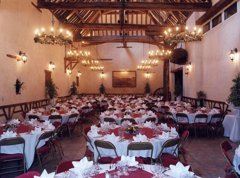 Salle Le Millénaire Surface : 270 m2 Rez-de-chaussée et mezzanine.