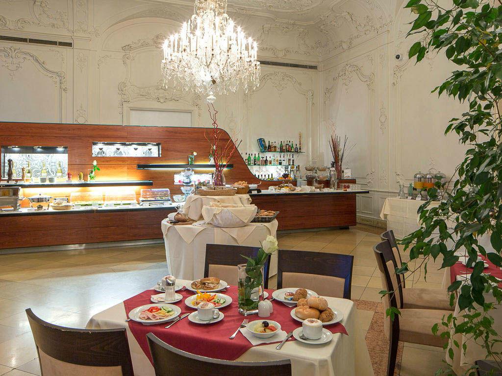 Beispiel: Restaurant, Foto: Austria Trend Hotel Schloss Wilhelminenberg.