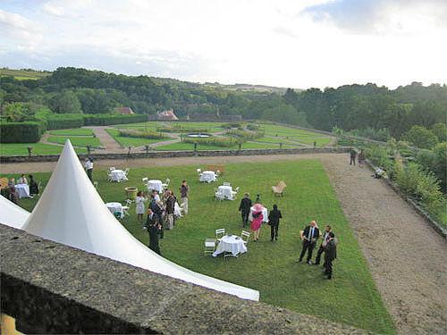 Deux terrasses (6.400 et 1.600 m2) pour cocktail, vins d'nonneur, feux d'artifice, cérémonie religiruse, ...
