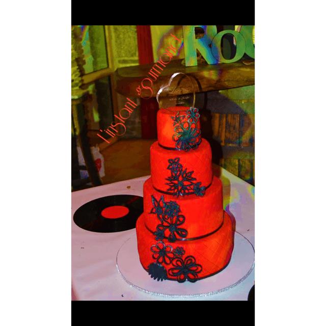 Notre wedding quilling cake sur le thème  rouge et noir