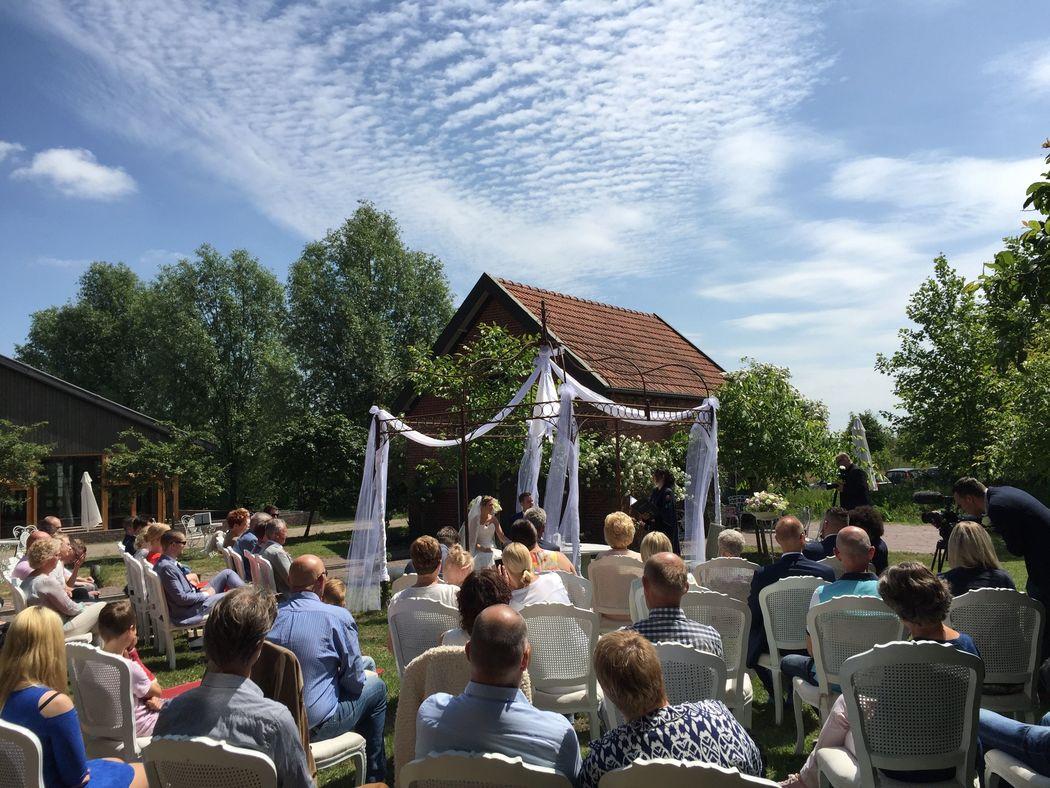 Buiten trouwen op het Prieelterras