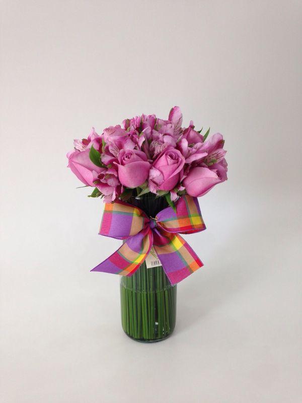 Copo Alto Com Buque Misto de Rosa e Astromélia - Flavia Rocco Flores