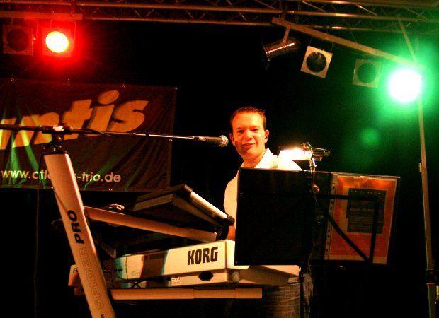 Beispiel: Keyboard, Foto: Atlantis - Die Partyband.