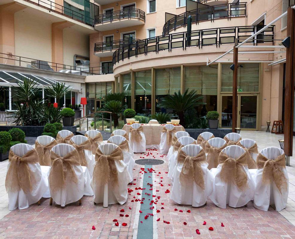 Ceremonia civil en la terraza jardín