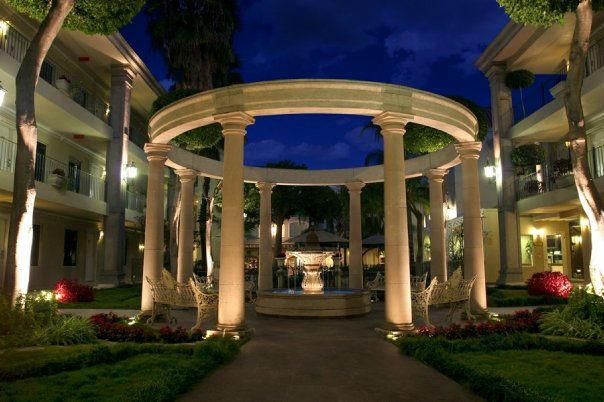 Jardín Romano Hotel Safi Towers en Monterrey, Nuevo León