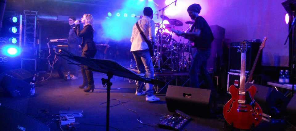Intrattenimenti musicali per eventi e ricevimenti di matrimonio Romadjpianobar info@romadjpianobar.com http://www.romadjpianobar.com Musica dal vivo - Gruppi Musicali