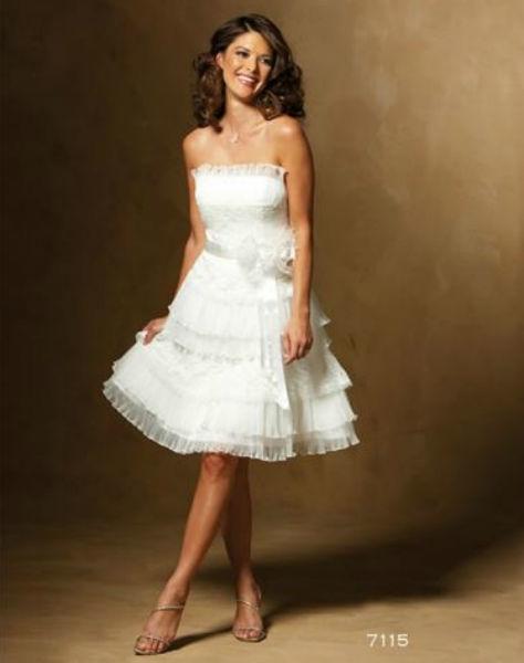 Beispiel: Kurze Brautkleider, Foto: 2 Due.
