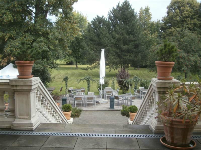 Beispiel: Schlossterrasse, Foto: Schlosshotel Breitenfeld.