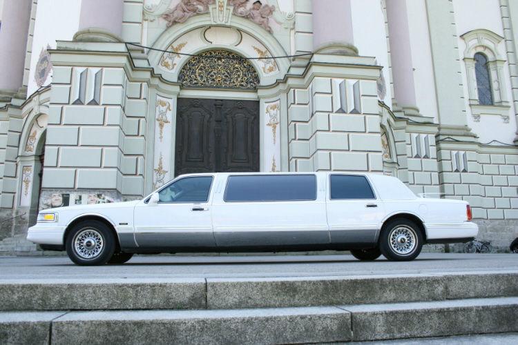 Beispiel: Stretchlimousine für Ihren großen Tag, Foto: Limousinen Service Ulm.