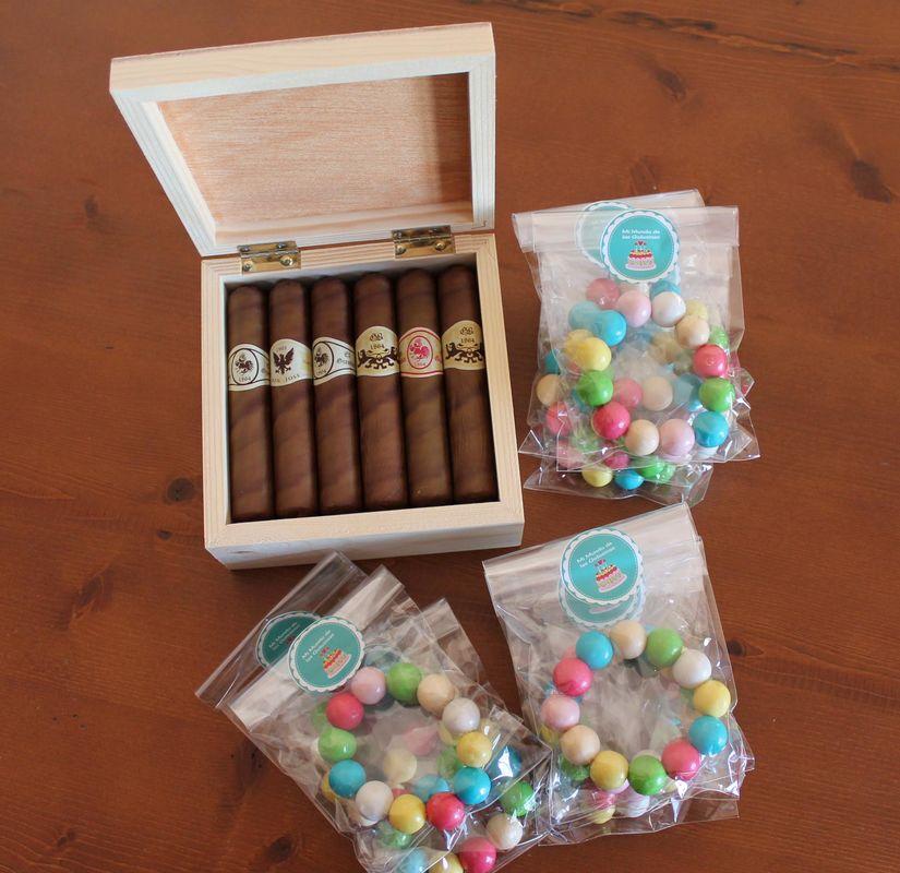 Mi mundo de las golosinas Puros de chocolate para los caballeros y pulseras de bolitas de chicle para las chicas de la boda