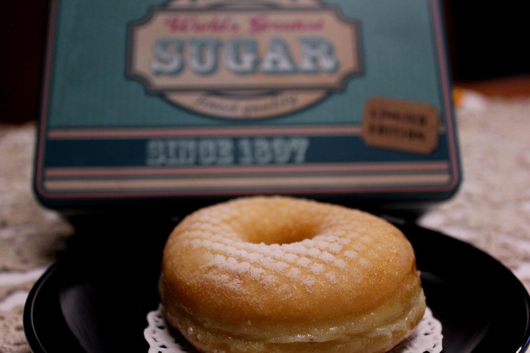 Donut com cobertura de açúcar em pó