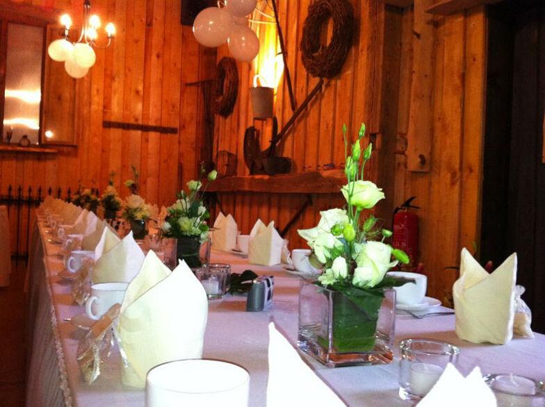 Beispiel: Hochzeitsgedeck, Foto: Milanhof.