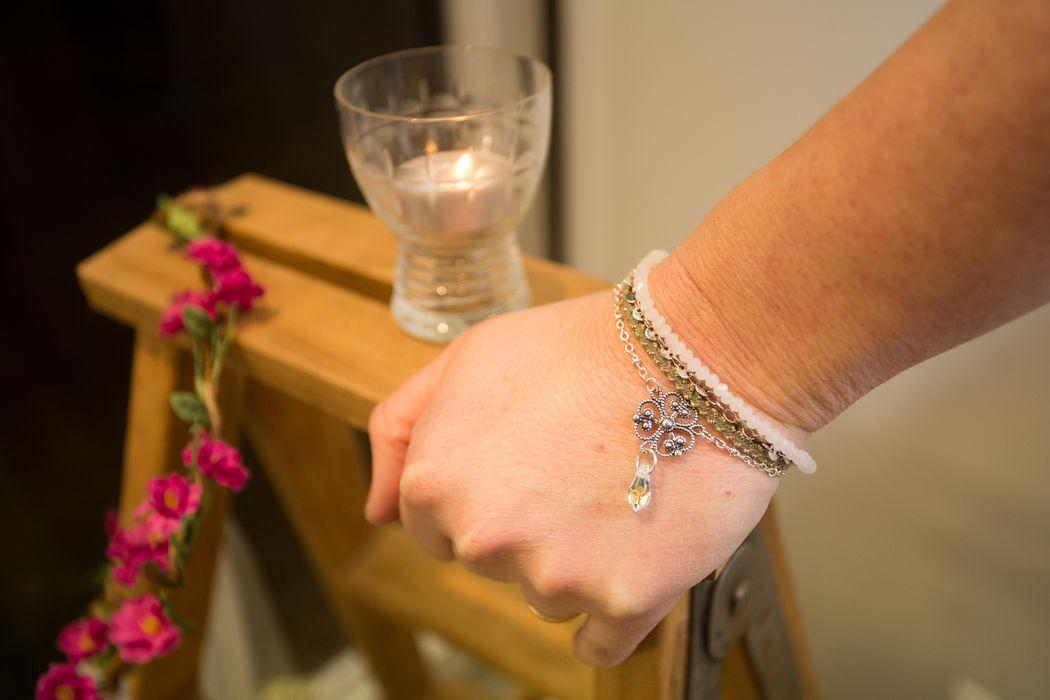 Bracelet perles de cristal et ruban argenté.