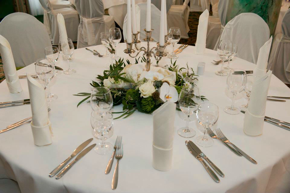 Beispiel: Professionelle Hochzeitsfloristik, Foto: Achillea Dein Blumenladen.