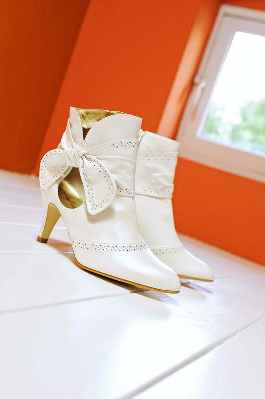 Beispiel: Stiefel für die Braut, Foto: Brautstudio Sposa Favola.