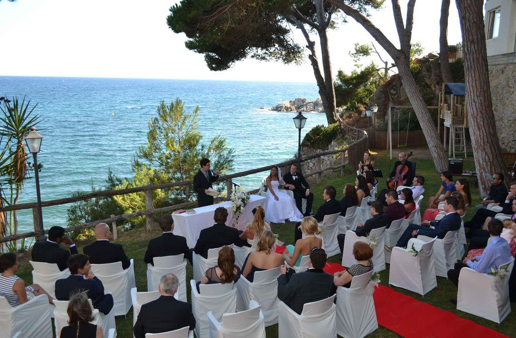 Aperitivo de boda en los jardines del Silken Park Hotel San Jorge de Paltja D'Aro (Girona)