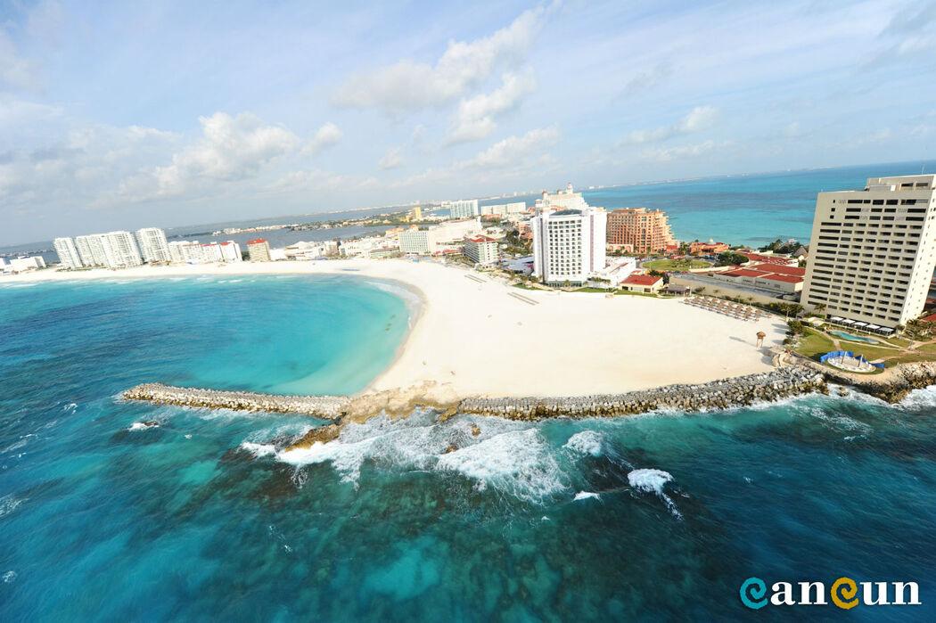 Las playas de la Isla de Cancun, os ofrecen gran calidad de hoteles, hermosas playas y enorme variedad de restaurantes, centros comerciales y centros nocturnos, como la famosa discoteca Coco Bongo