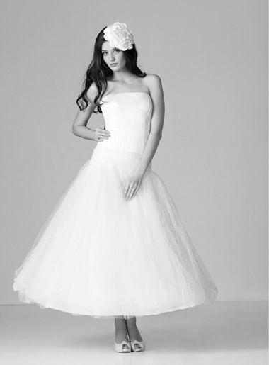 Beispiel: Brautkleider und Accessoires, Foto: Salon.