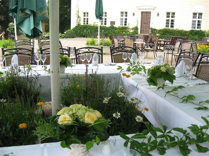 Beispiel: Bankett im Außenbereich, Foto: Schloss Lübbenau.