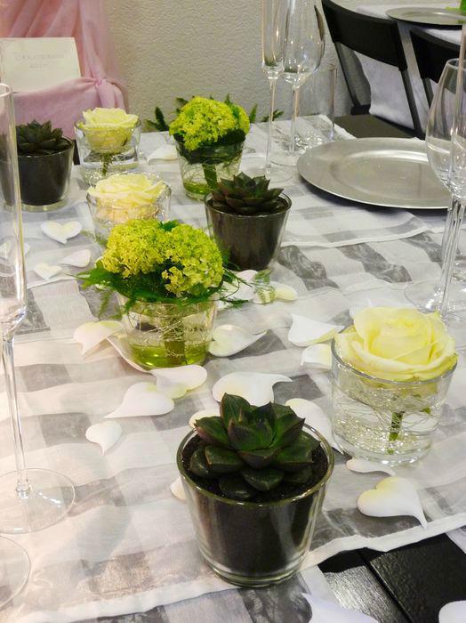 Beispiel: Tischdekoration für Ihre Hochzeit, Foto: Blumenhaus Frei.
