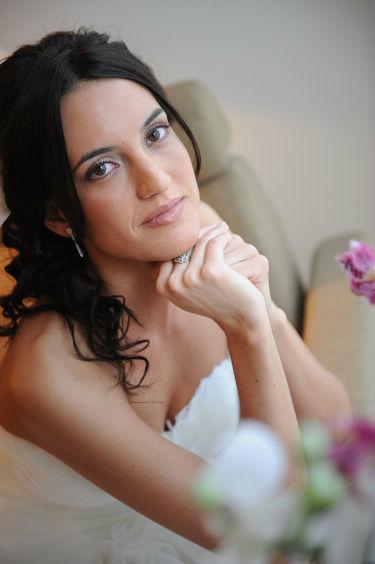 Look radiante con maquillaje en tonos melocotón y semirecogido,  belleza y delicadeza unidos de la mano !!