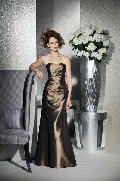 Beispiel: Festmode, Foto: Bea's Brautmode Festkleider.