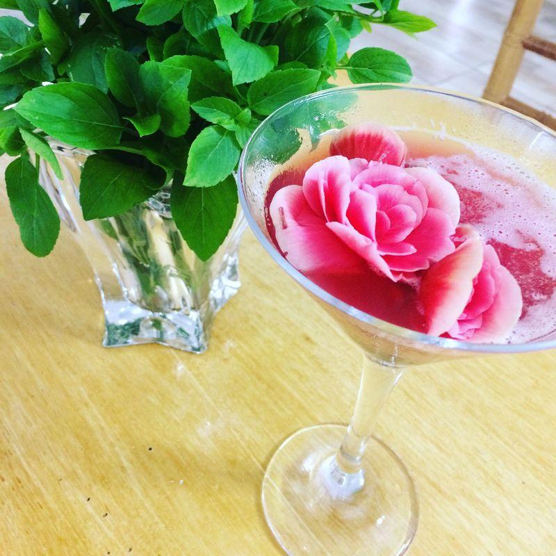 Mary Pick Ford servido com rosas comestíveis